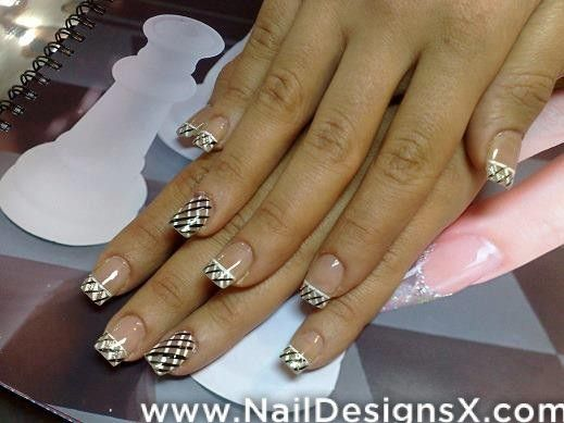 black and whiten nail art