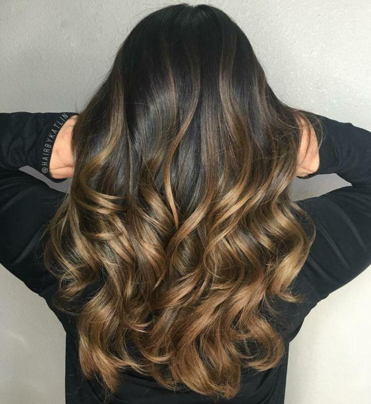 Braune haare locken