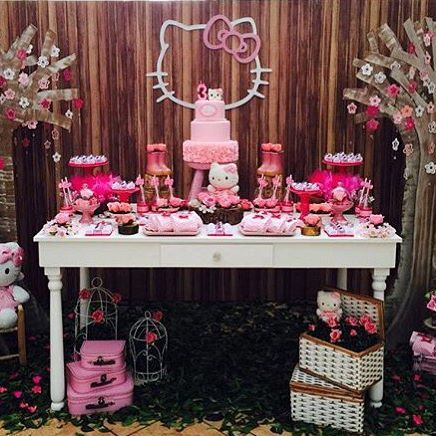 Festa linda para menina com tema Hello Kitty por letsmakeeventos
