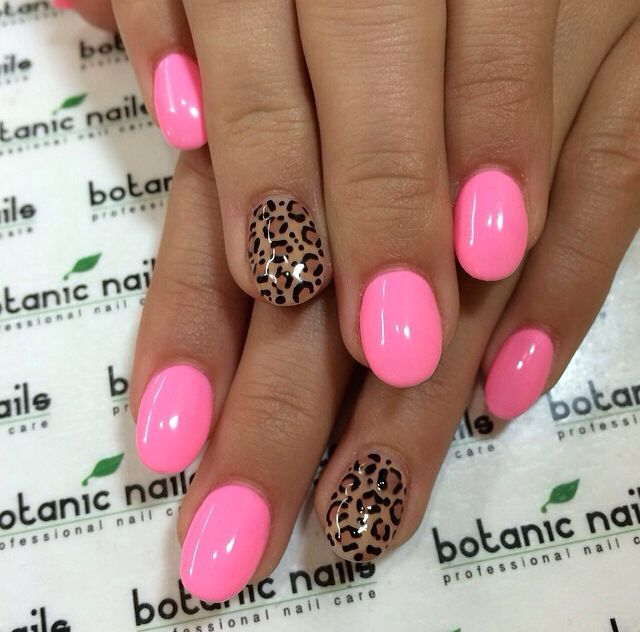 Hot pink & cheetah nails via @Botanic Nails