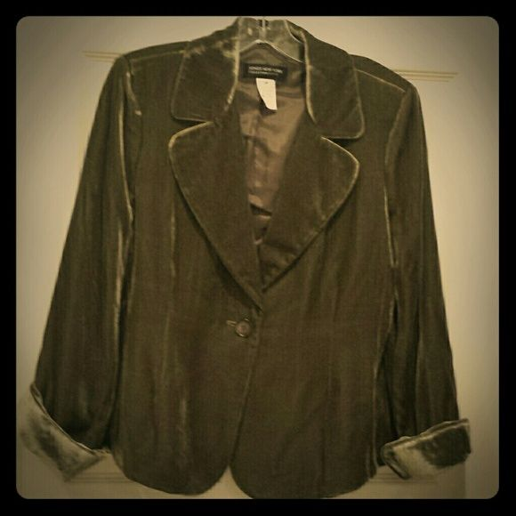 SOLDJones New York Petite Velvet Jacket. Olive green velvet jacket. Body 82% Rayon,18% Silk 12P/10reg. Never worn. Jones New York Jackets & Coats