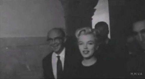 29/02/1956 Cour de Beverly Hills - Divine Marilyn Monroe