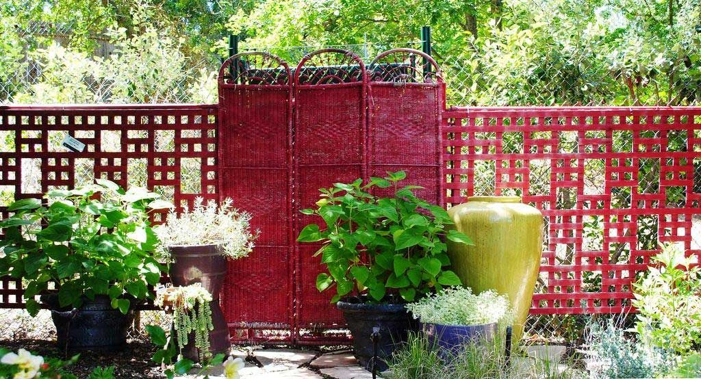 nice red lattice to hide an ugly chainlink fence