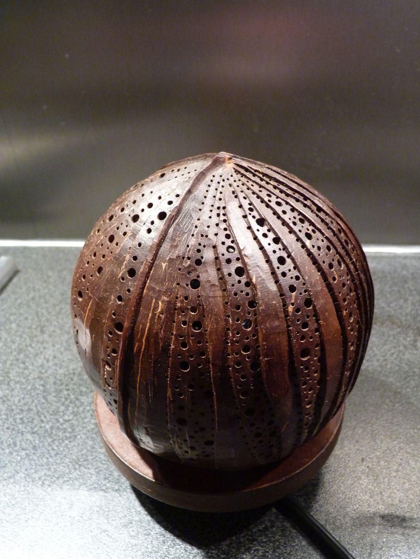 lumox lampe d 39 ambiance oc anique en noix de coco sculpt e coconut pinterest. Black Bedroom Furniture Sets. Home Design Ideas
