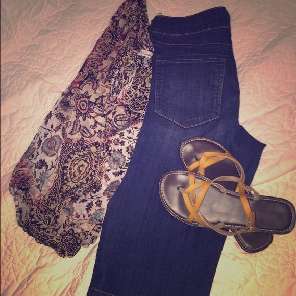 Old Navy Diva capri's Excellent condition, never worn. Inseam is about 15 inches Old Navy Jeans Ankle & Cropped