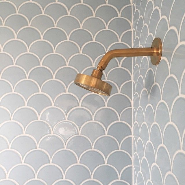 My first shower in the almost finished bathroom and it was absolutely marvelous. That beautiful handmade tile is from @fireclaytile (made in CA, folks) and that satin brass shower head perfection is from @kohlerco