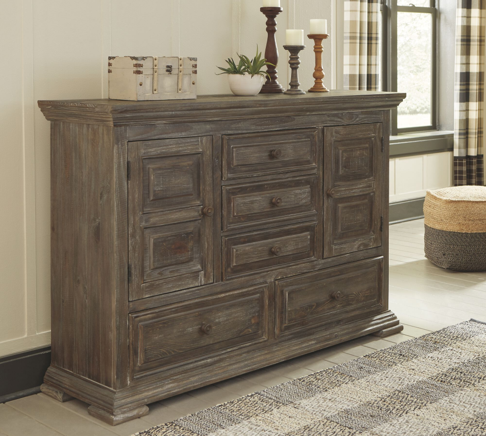 Traditional FiveDrawer Dresser in Aged Pine Mathis