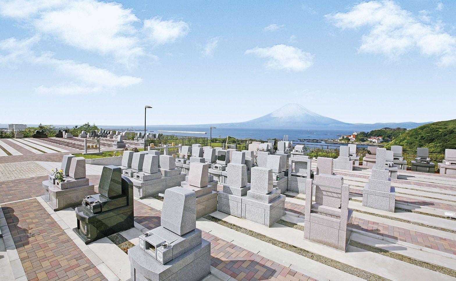 ベイサイド三浦浄苑 墓域より富士山を眺望 広大な海と共にすがすがしい気持ちになれる霊園です 霊園 お墓 眺望