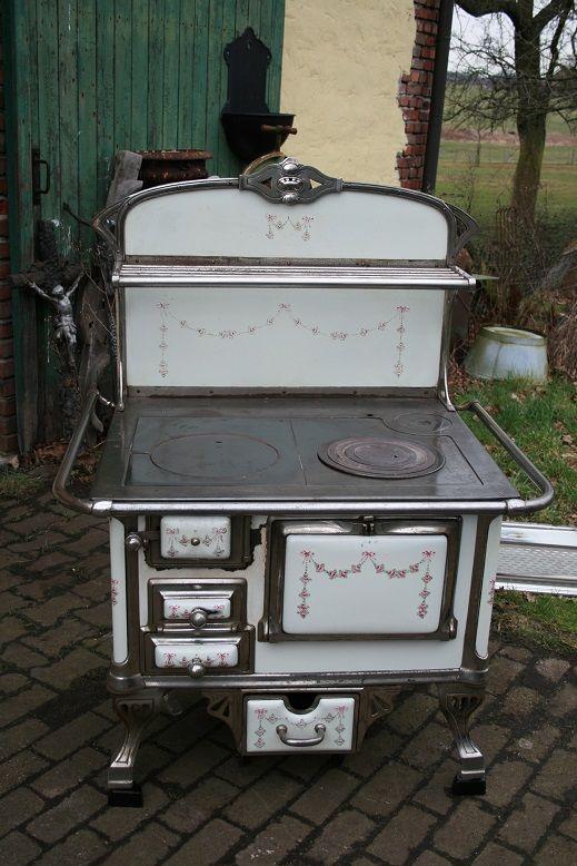 Antiker Küchenherd, Deutschland von Rheinland um 1930 mit Rosenmotiv, noch nicht restauriert