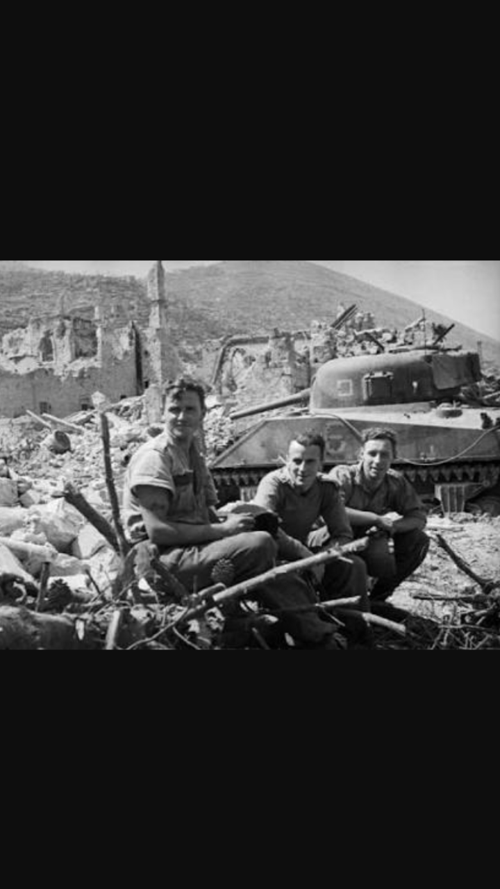 Soldiers of the 4th New Zealand armoured brigade alongside