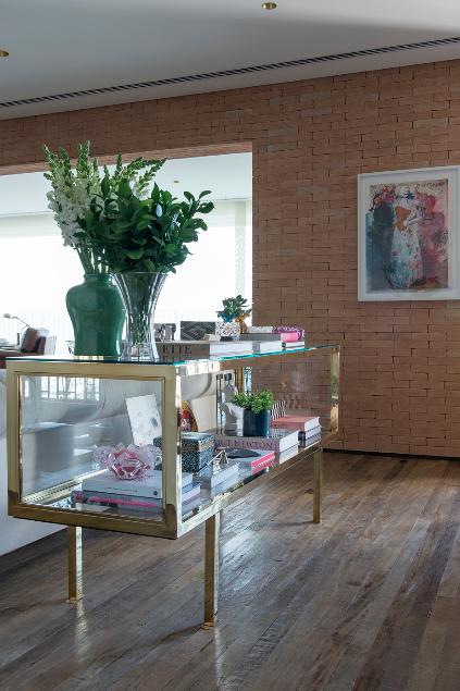 Casinha colorida: Um grande e elegante apartamento