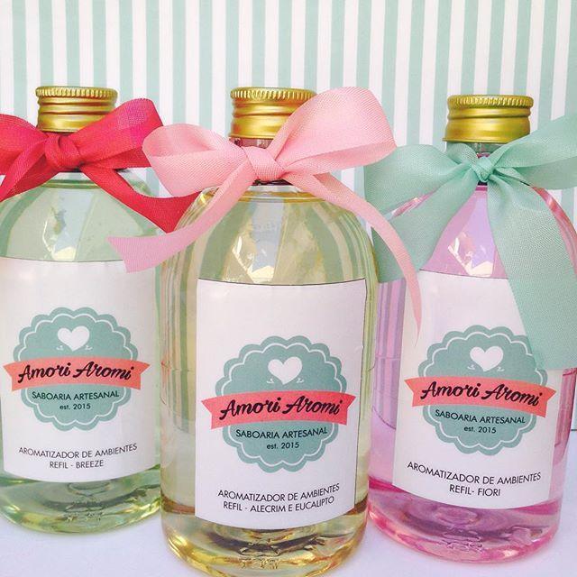 Novidade REFIL- Aromatizador de ambientes!! Você que já tem um frasco de vidro lindo e uma essência favorita, agora pode aproveitar e reabastecer com um conteúdo novinho e cheiroso! Temos diversas essências, consulte-nos  fale.amoriaromi@gmail.com  44 9184-1394 #refil #aromatizadores #difusoresdeambiente #novidade #saboariaartesanal #amoriaromi