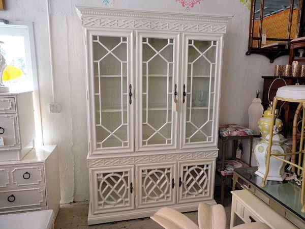Superbe HOLLYWOOD REGENCY Style Fretwork Cabinet