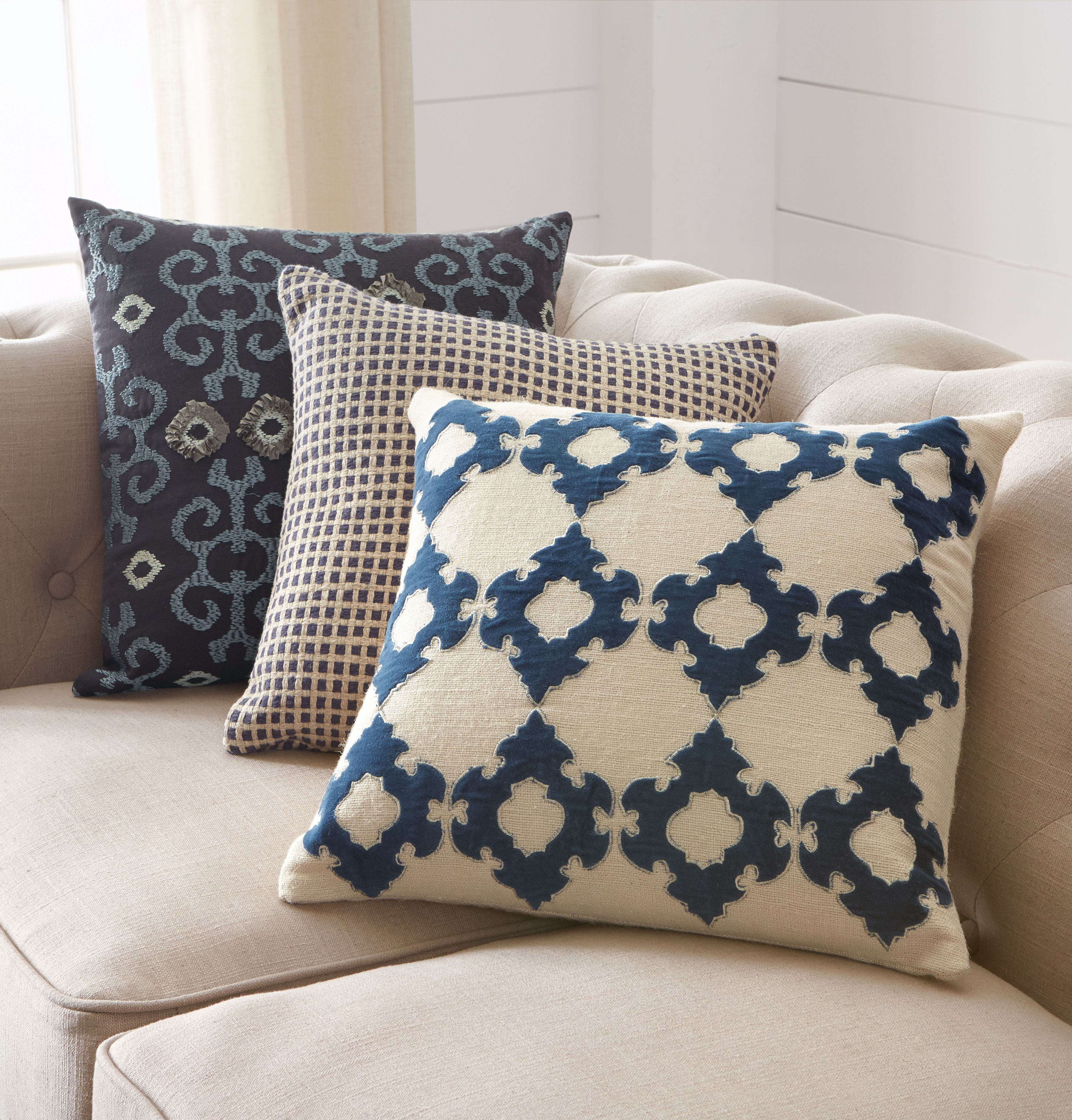 Pillows In Different Patterns Yet Coordinating Colors Can Really  ~ How To Coordinate Throw Pillows For Sofa And Chairs