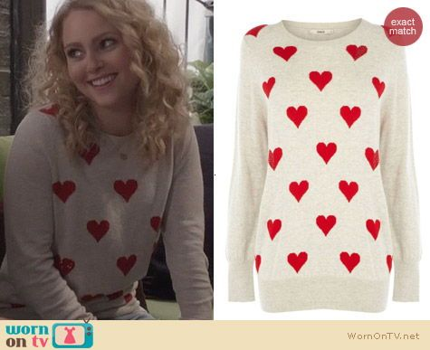 Carries beige and red heart sweater and polka dot jeans on the carries beige and red heart sweater and polka dot jeans on the carrie diaries outfit sisterspd