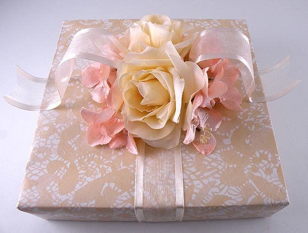 How To Wrap A Wedding Gift: Vintage Wedding Gift Wrap