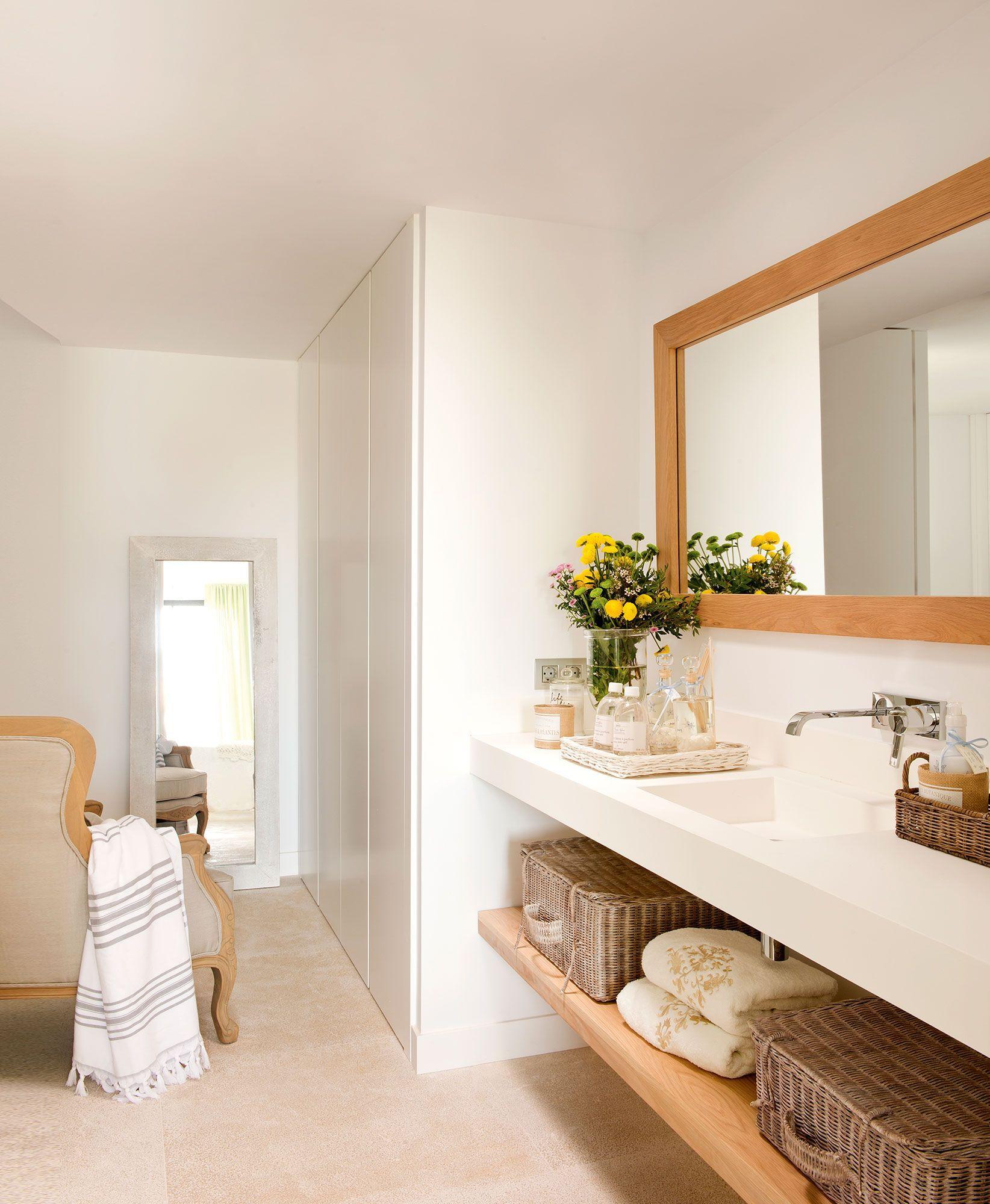 ¡Parece mucho más grande! | Decoracion de baños modernos ...