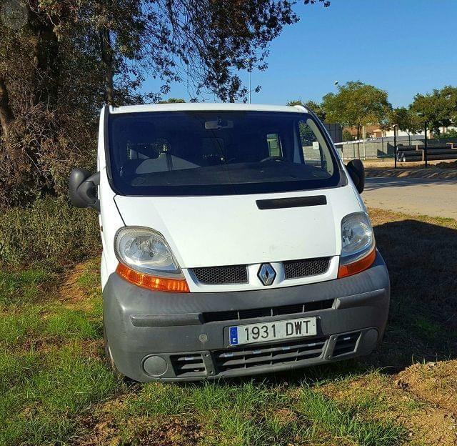 Vendo furgoneta Renault trafic en perfecto estado, motor 2.5, 140 CV, la furgoneta esta como nueva mejor ver.