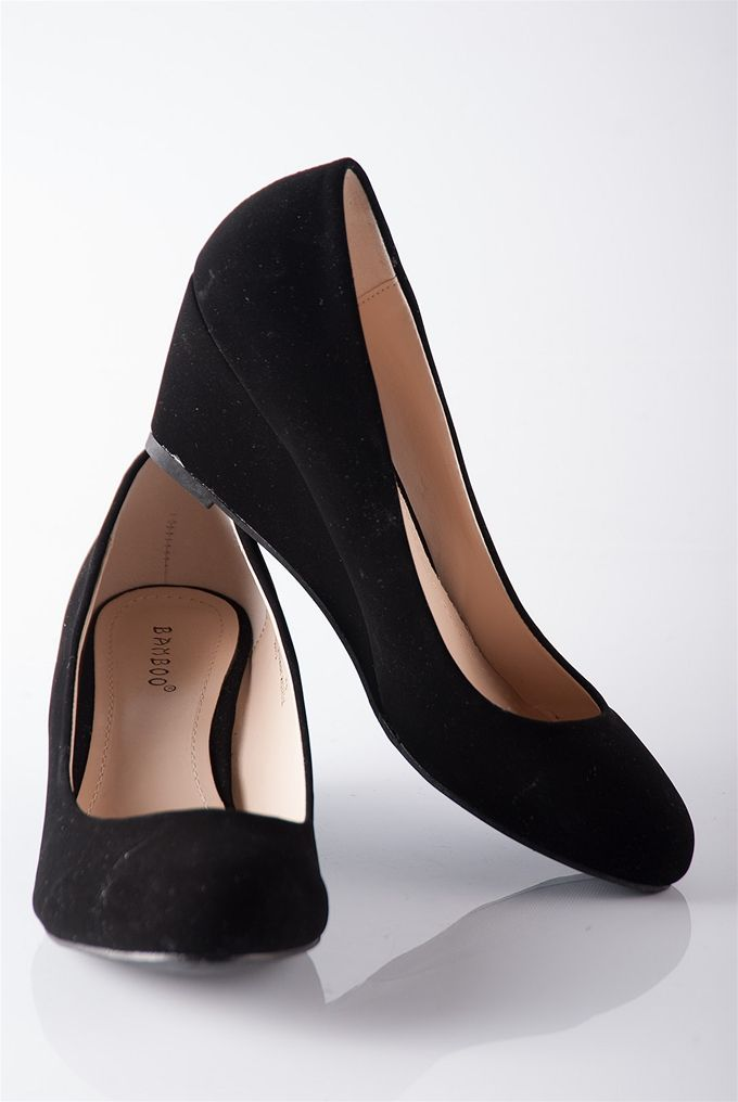 Classic Closed Toe Wedge Pumps.....this would be the perfect shoe for my  interviews. I NEED IT! 6e9b2c5ba7f4