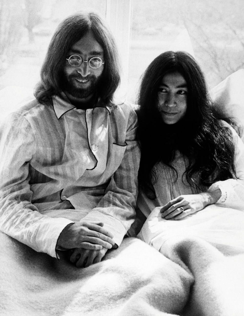 John Lennon And Yoko Ono In Their Pjs At Their Bed In At The Amsterdam Hilton March 25 1969 John Lennon And Yoko John Lennon Yoko Ono John Lennon