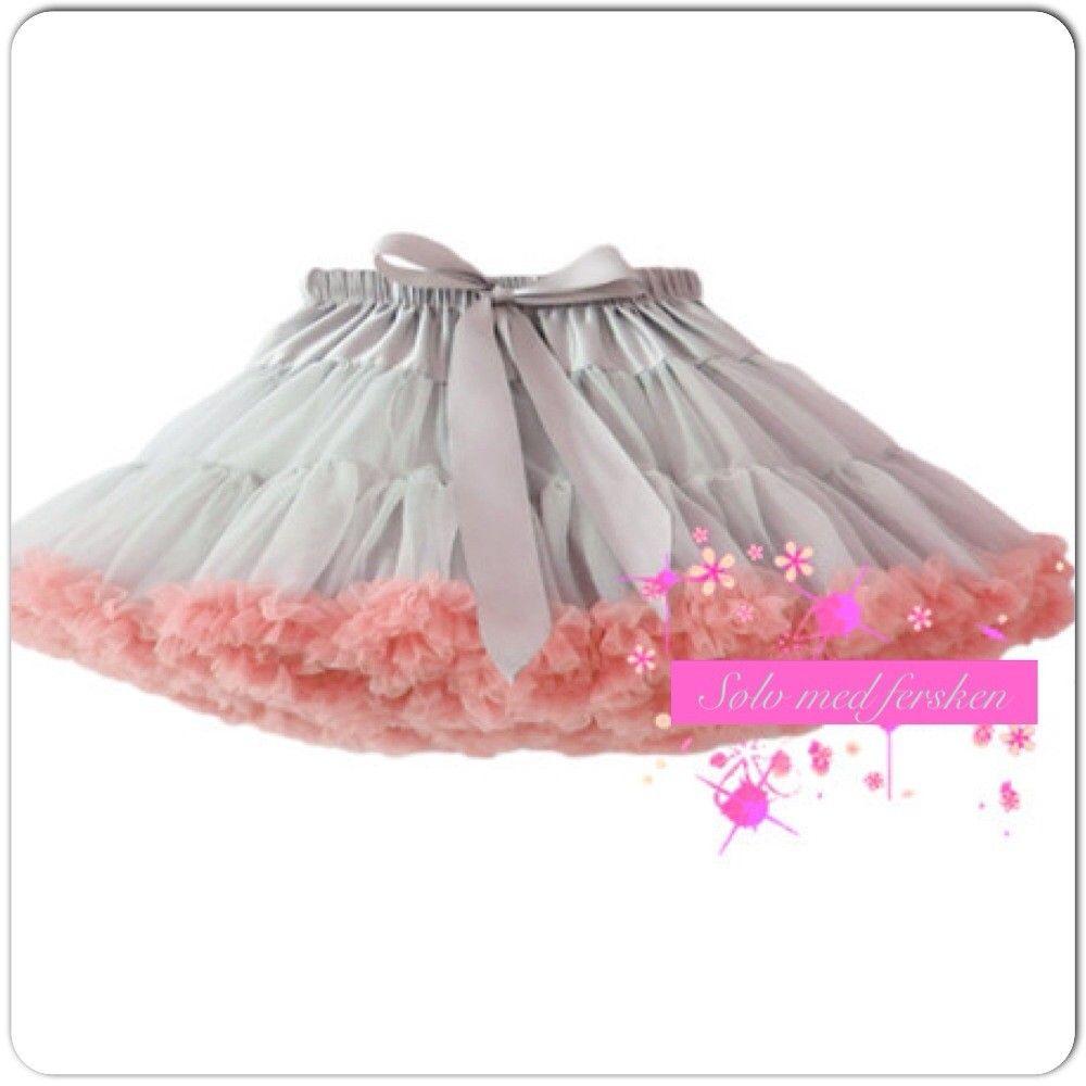 Sølv farvet luksus tylskørt med fersken farvet kant til børn i str. 86-110. Det skønneste tylskørt i sølv og fersken til små prinsesser.