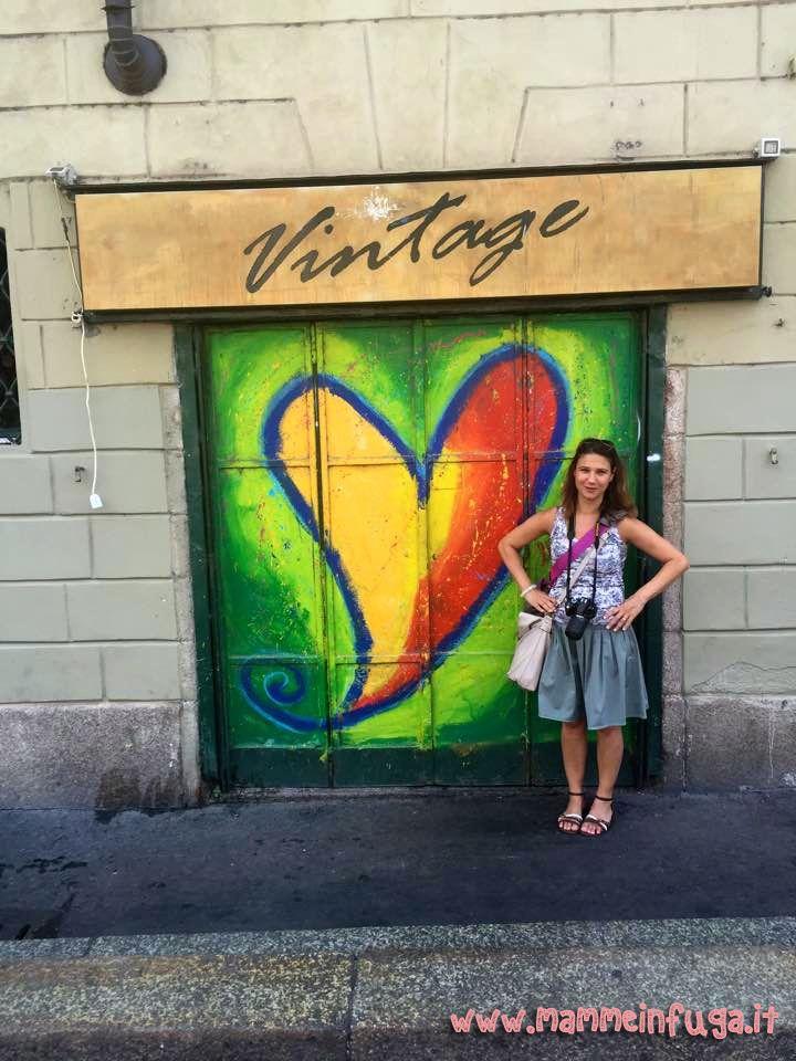 Sono nata a Milano e ci ho vissuto fino all'inizio delle scuole superiori.Ci sono tornata per studio, per lavoro, per amore e per divertimento (ogni scusa era buona) e ci ho vissuto ancora un po'.S...