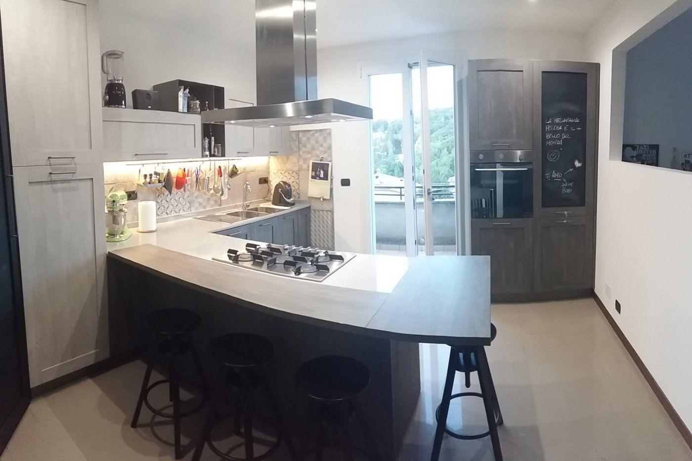 Cucina stosa modello city colore rovere jeans e rovere bianco