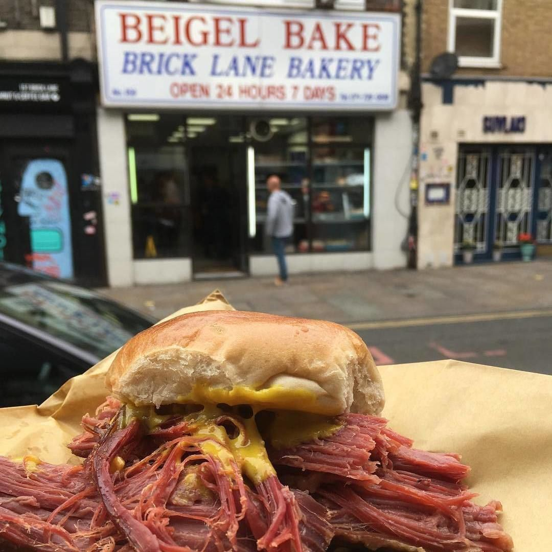 Estás Planeando Un Viaje A La Capital Inglesa Aquí Te Damos Una Lista De 7 Restaurantes Donde Comer Barato En Comer En Londres Londres Opciones De Desayunos
