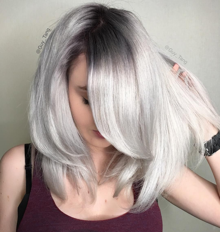 Dunkler Ansatz Weiss Blond Haarfarbe Frisur In 2019 Pinterest