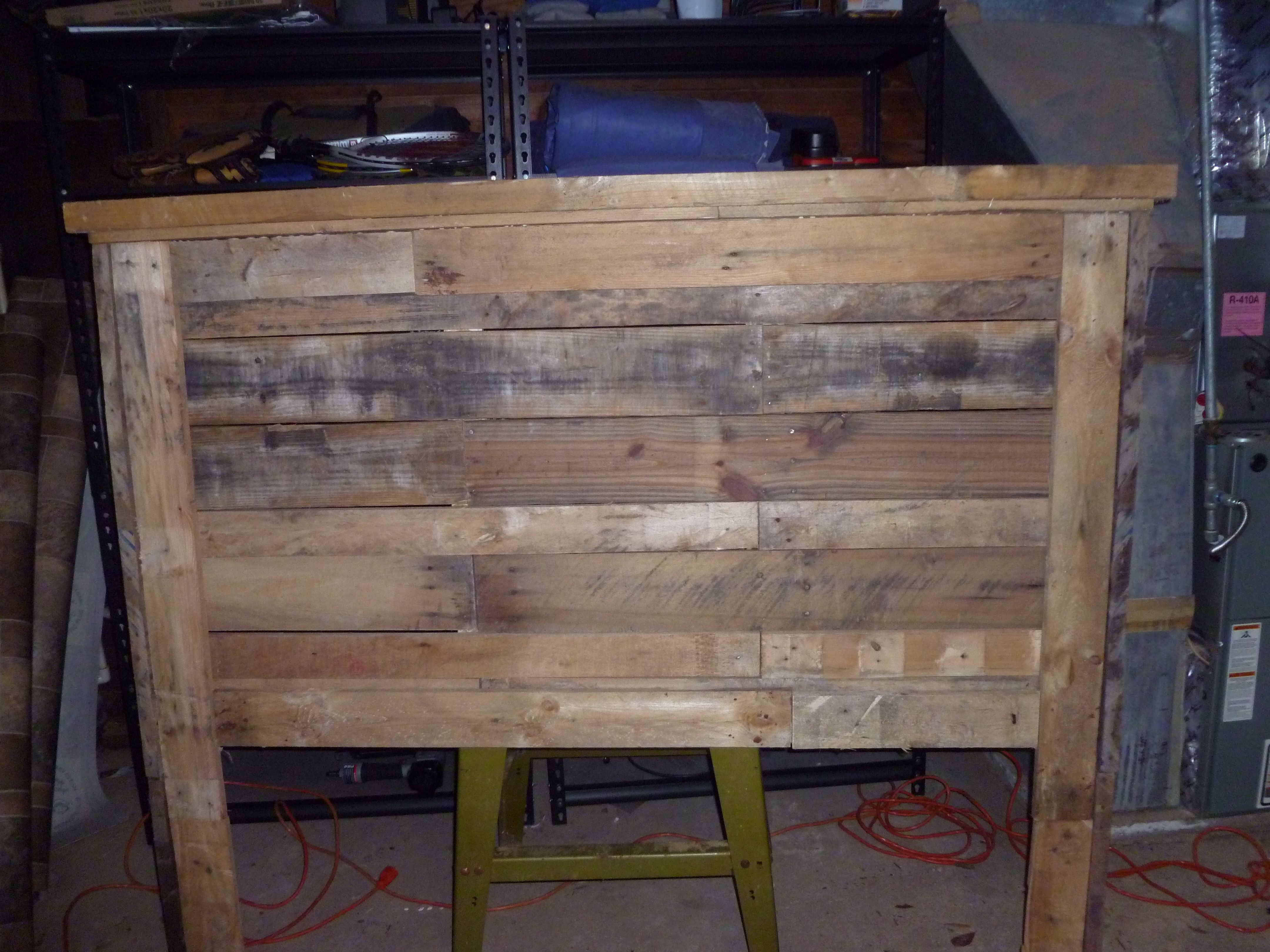 Queen size pallet headboard! Crafts for all seasons
