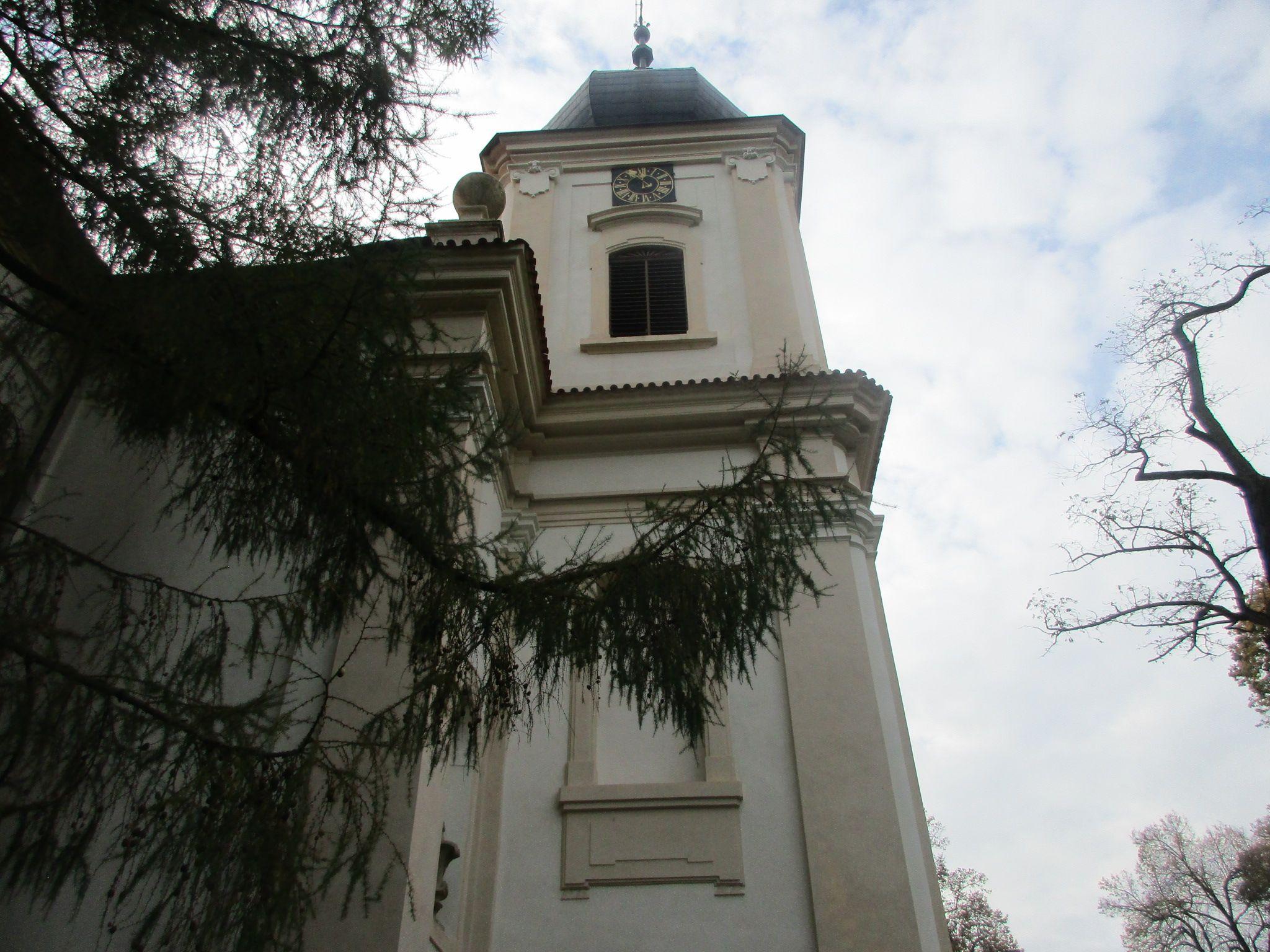 Kostel Nanebevzetí Panny Marie - zámek Loučeň - Středočeský kraj