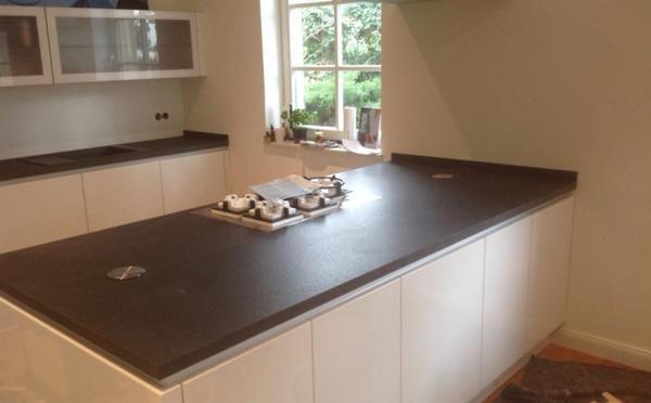 Granit Arbeitsplatte aus dem Material Nero Devil Black mit einer - küchenarbeitsplatte aus granit