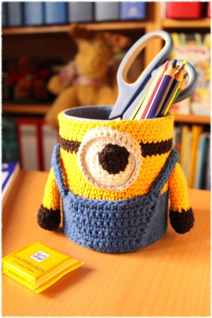 Ein Minion Auf Dem Schreibtisch Häkeln Crochet Knitting Und