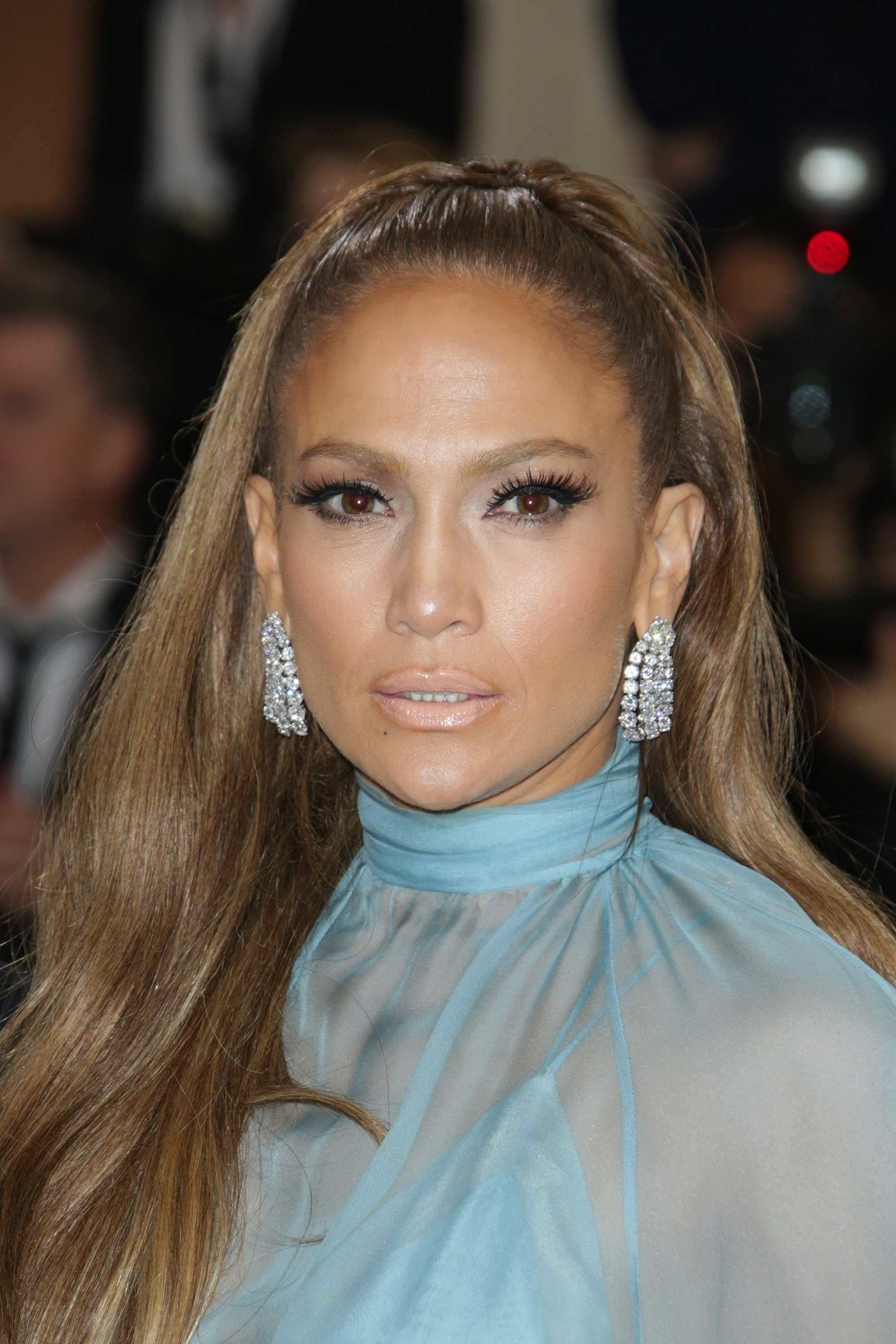 7c2aa3f4a17 Jennifer Lopez hit the red carpet wearing more than 150 carats of diamonds  on her vintage Harry Winston pieces including earrings and two bracelets.