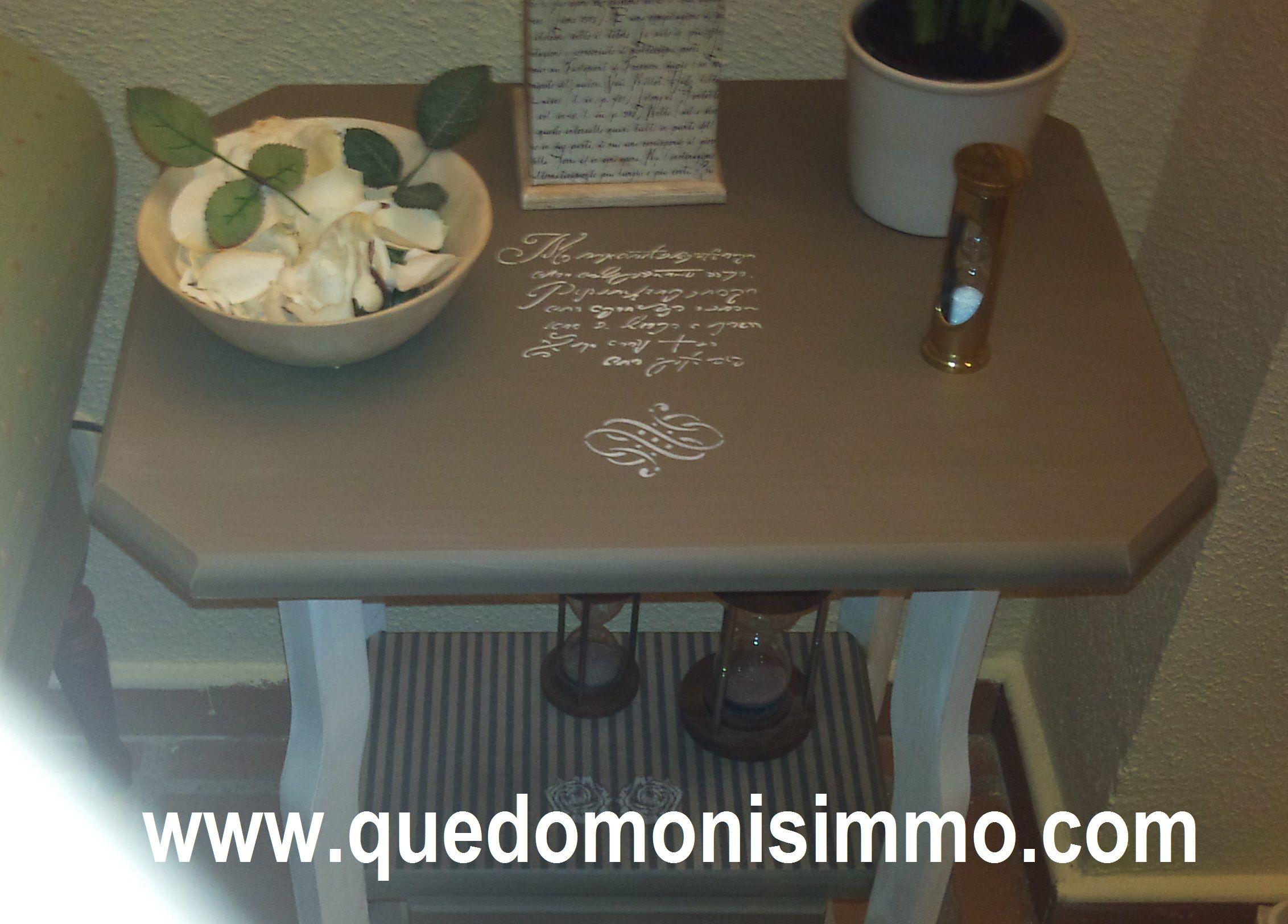 Mesa de madera de pino sin tratar decorada con pintura a - Pintura blanco roto ...
