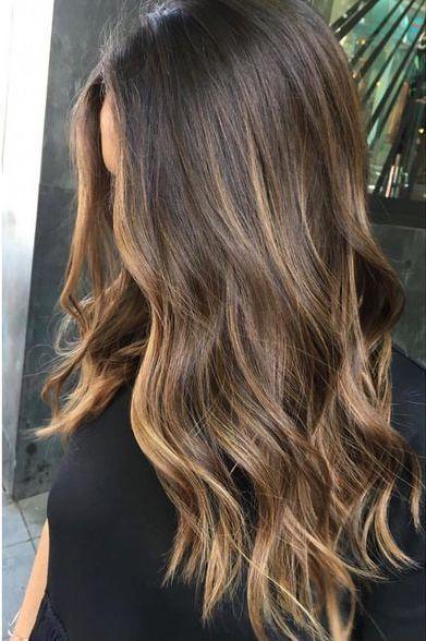 Pin Von Katourtsidou Auf Frisuren In 2020 Strahnchen Braune Haare Haarschnitt Lange Haare Braune Haare Strahnen