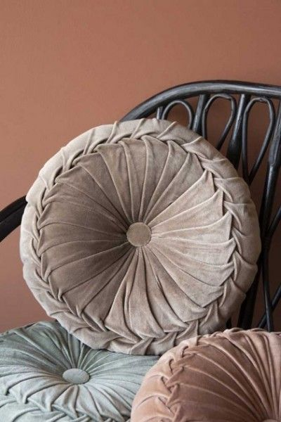 Vintage Style Velvet Rouched Round Cushion – Mint Green