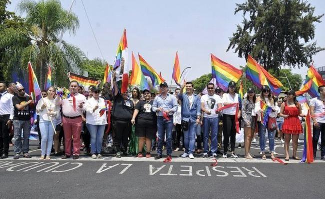 #DESTACADAS:  Gobernador de Jalisco se suma a marcha LGBTTTI - El Universal