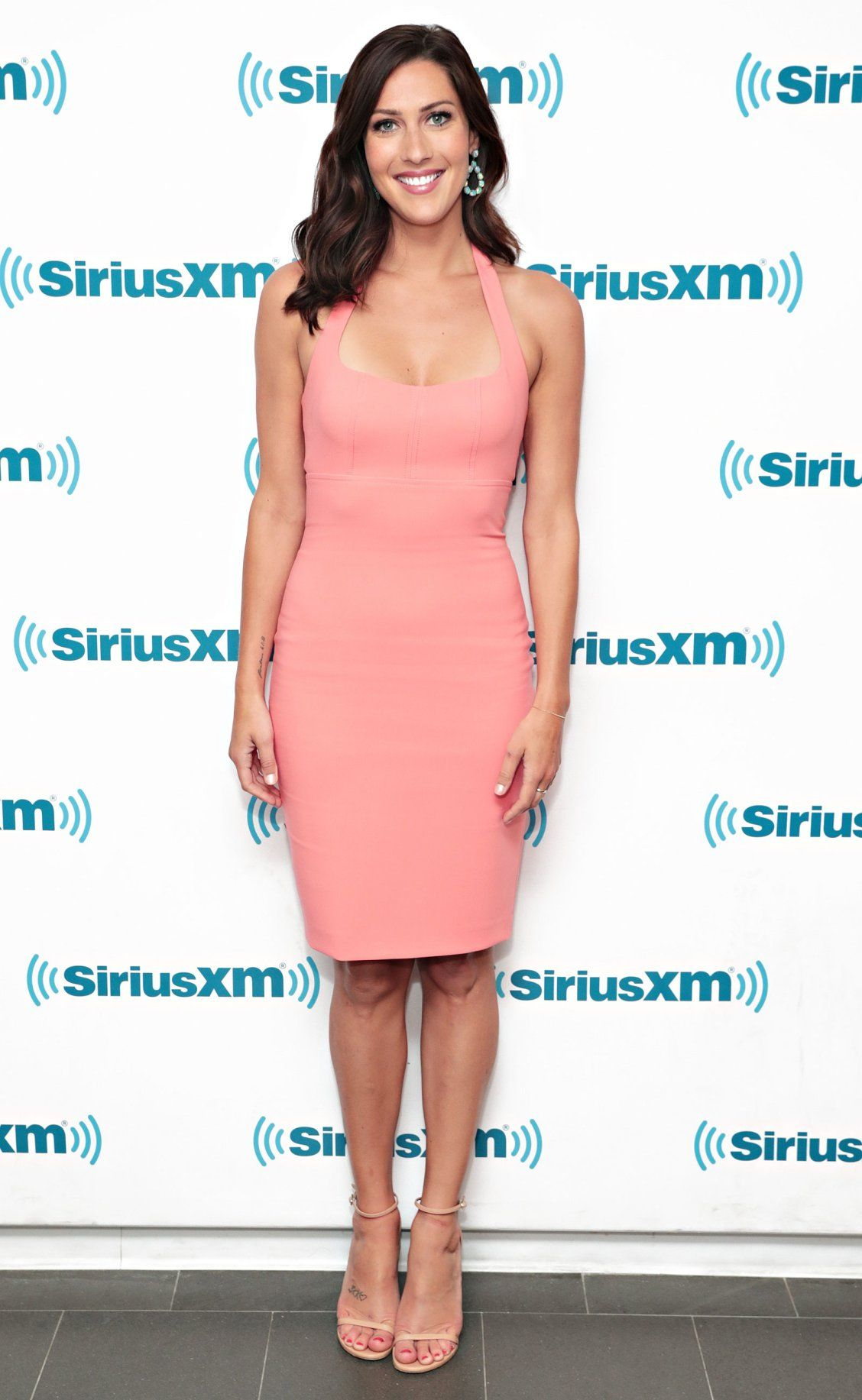 28814d7edf5e Pink halter dress - click through for more date outfit ideas from The Bachelorette  Becca Kufrin!
