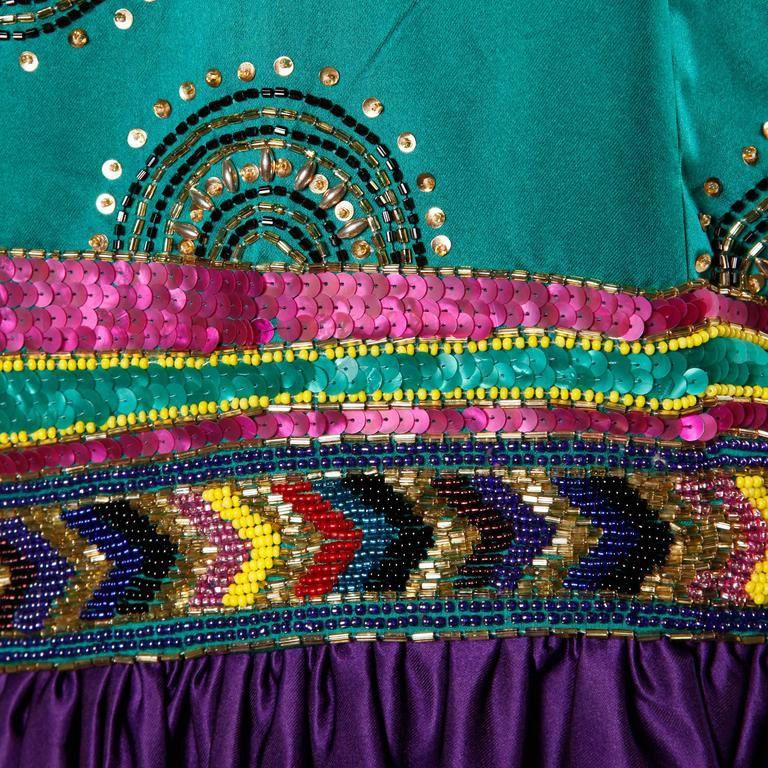 Victoria Royal Ltd - Robe de Soirée - Satin de Soie Violet, Strass, Sequins et Perles Multicolore - Années 70