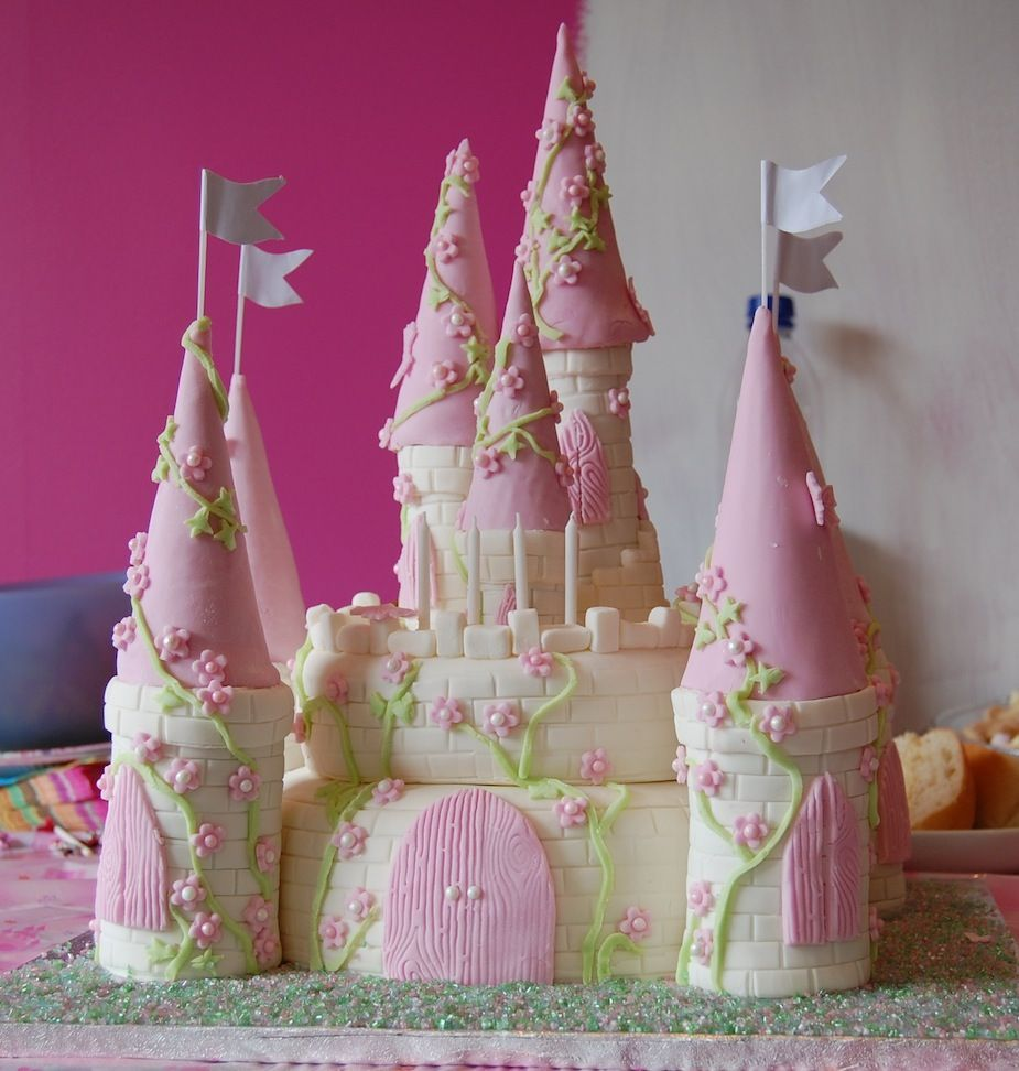Castle Cakes Decoration Ideas Little Birthday Cakes Cakes