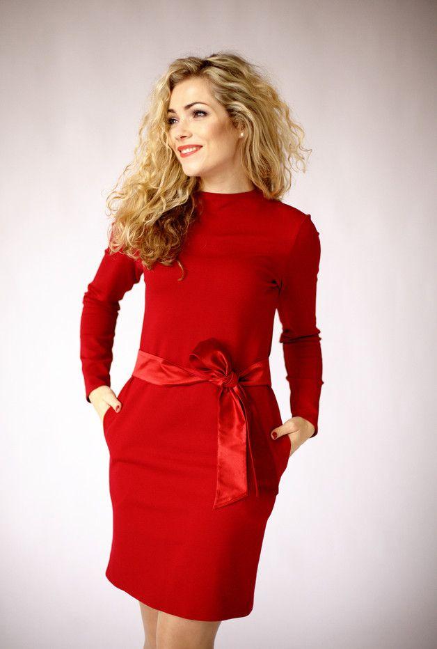 Modernen, eleganten rotes Kleid, langen Ärmeln | Elegant