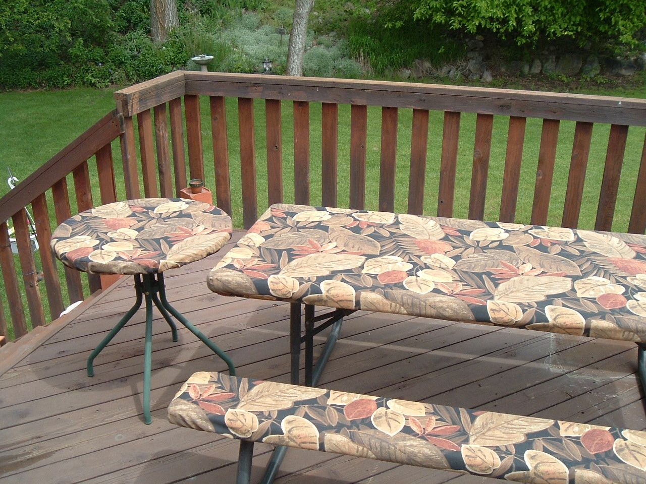 Round Picnic Table Tablecloths