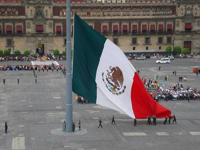 Mexican Flag Being Raised In Mexico City S Huge Zocalo Square Mexico Mexico City Usa People