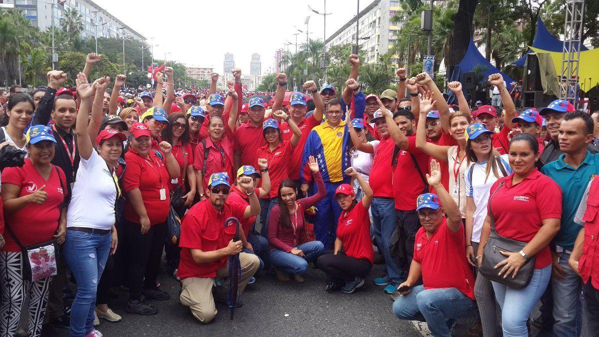 @FEdumedia : #ChavismoQuierePaz  el chavismo siempre marcha en paz defendiendo los logros  alcanzados en Revolución https://t.co/7mjyNhYJVC