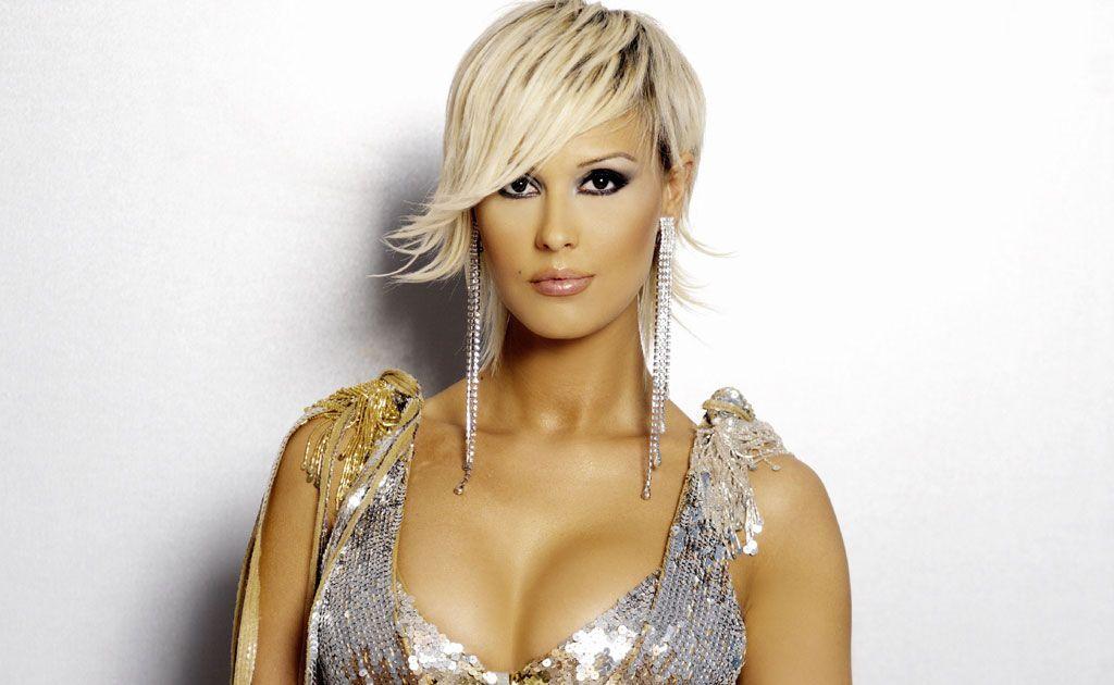 asymmetrical haircuts   Asymmetrical Short Haircut Platinum Blonde ...