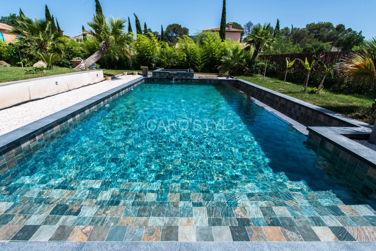 Optez Pour Un Carrelage Jamais Vu Le Green Bali Imitation Parfaite De La Pierre Indonesienne Piscine Rectangulaire Piscine Dallage Piscine
