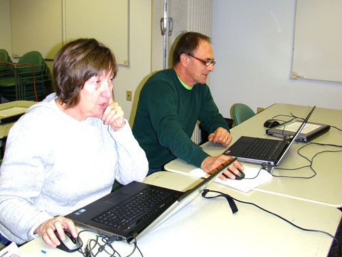 Tech Savvy At Grandview Library Patrons Take Advantage Of Free Computer Classes For Adults Provided By A Grant From Conn Computer Class Snapshots Library