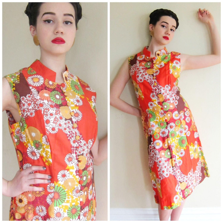9ea36148b96 Vintage 1960s Tropical Print Shift Dress by Paradise Hawaii   60s Mandarin  Style Sleeveless Summer Funky Floral Dress   Large by BasyaBerkman on Etsy