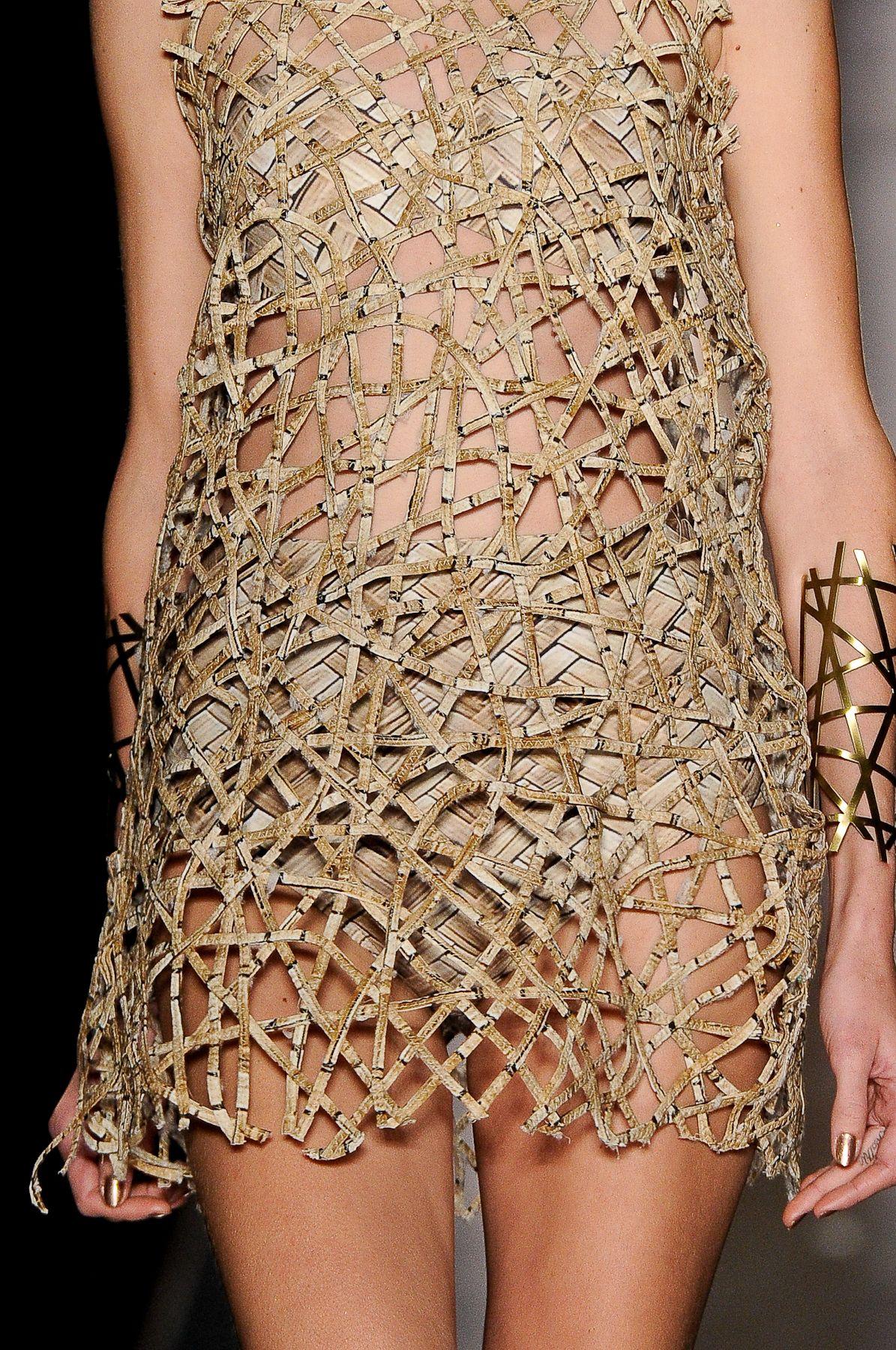 Agua de Coco por Liana Thomaz | Sao Paulo | 2014 laser cut runway dress and bikini coverup